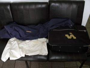 Homem usava bolsa e uniforme de motorista em Registro,SP (Foto: Divulgação/Polícia Rodoviária Federal)