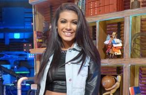 MC Pocahontas fala sobre consumo e canta no 'Na Moral' (Na Moral/TV Globo)