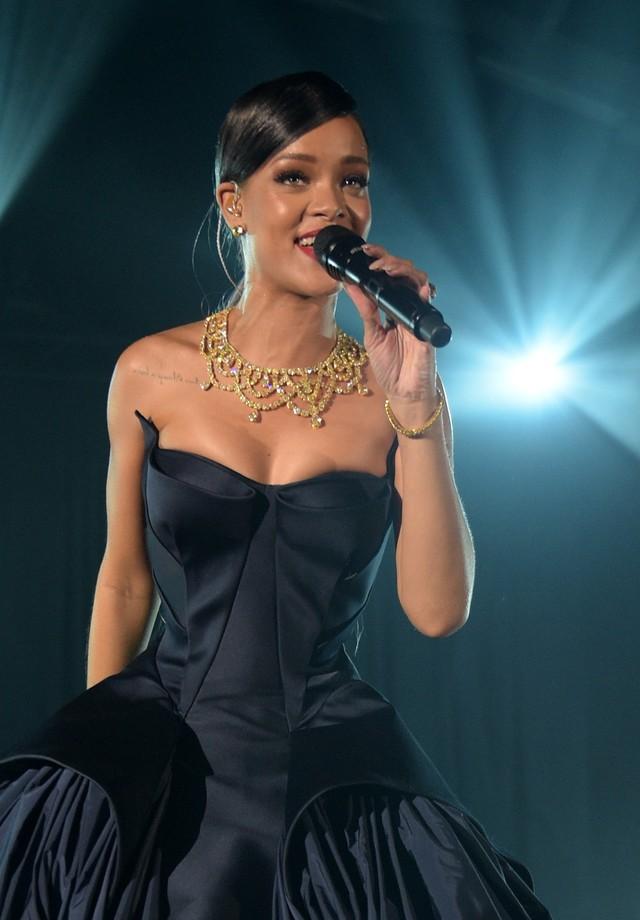 Rihanna se apresenta no Diamond Ball 2017 (Foto: Getty Images)