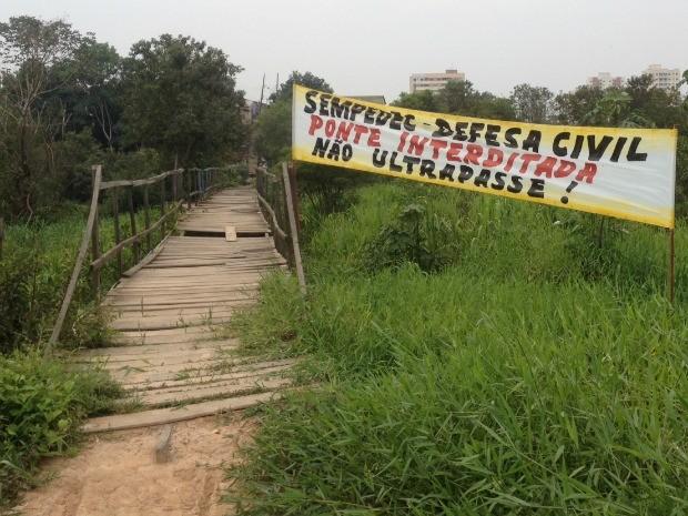 Ponte foi interditada na última sexta-feira (11) pela Defesa Civil.  (Foto: Hosana Morais/G1)
