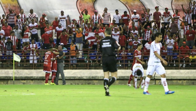 CRB x Mogi Mirim - Zé Carlos comemora com Mazola Júnior (Foto: Ailton Cruz/Gazeta de Alagoas)