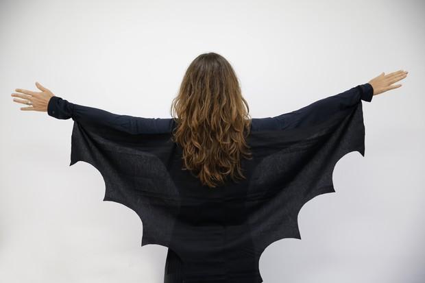 Dia das Bruxas 2016: Aprenda a fazer fantasia de vampiro sem qualquer tipo de costura para o Halloween (Foto: Marcos Serra Lima/EGO)