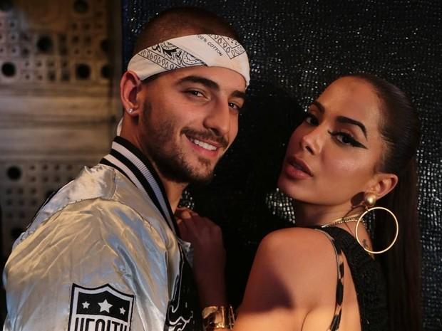 No clipe de 'Sim ou No', Maluma fez a temperatura subir com Anitta (Foto: Divulgao)