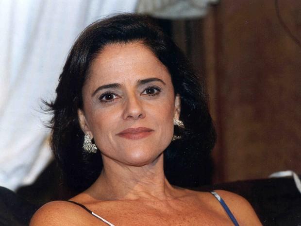 Alma (Marieta Severo) em Laços de Família (2000)