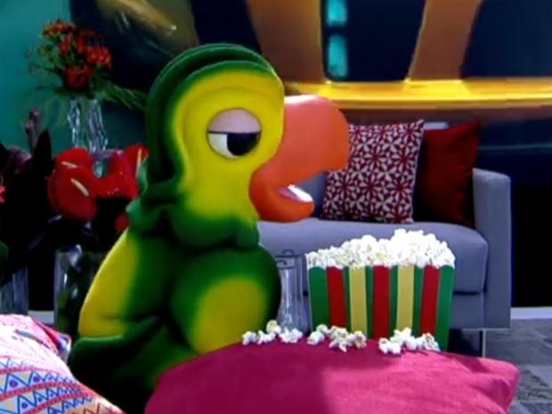 Louro José come pipoca no seu aniversário (Foto: Mais Você / TV Globo)