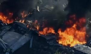 Avião militar cai no Mississippi (EUA) e deixa 16 mortos