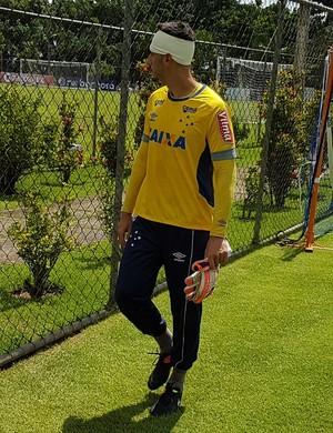 Rafael, goleiro do Cruzeiro, deixou o jogo-treino mais cedo (Foto: Marco Astoni)
