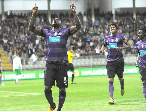 Jackson Martinez gol Porto Moreirense (Foto: AP)