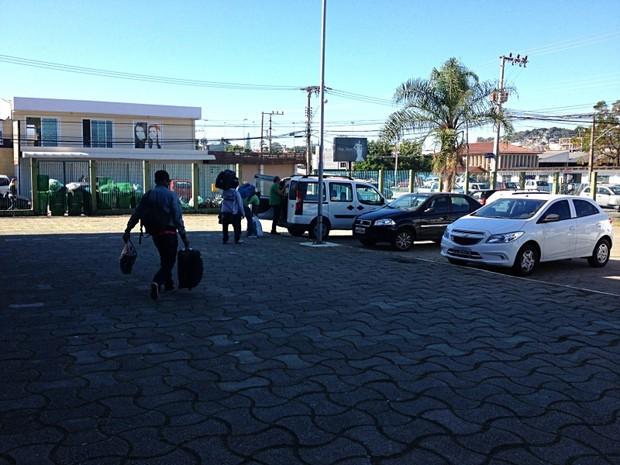 Imigrantes deixaram ginásio nesta quarta (3) (Foto: Tiago Menezes/Divulgação)