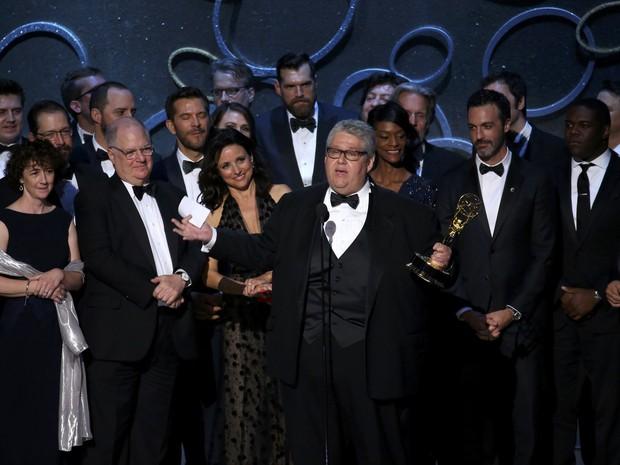 David Mendel, criador de 'Veep', recebe prêmio como melhor série de comédia (Foto: Mike Blake/Reuters)