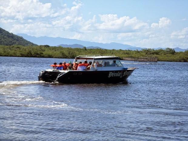 Barco Pérola Negra, que realizava passeios em Cananeia (Foto: Divulgação/Pérola Negra Turismo)