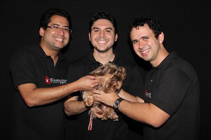 Fundores da startup PinMyPet, que criou um sistema para rastrear animais de estimação e monitorar os sinais vitais dos bichinhos.