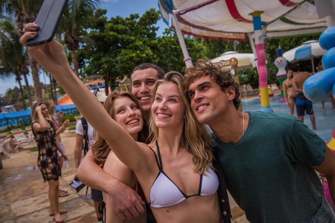 Mais selfie dessa galera linda! (Foto: Caiuá Franco/TV Globo)