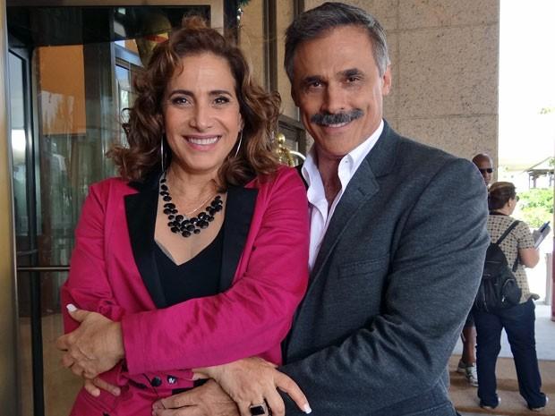Será que vai rolar algo entre os personagens de Totia Meirelles e Oscar Magrini? (Foto: Salve Jorge/TV Globo)