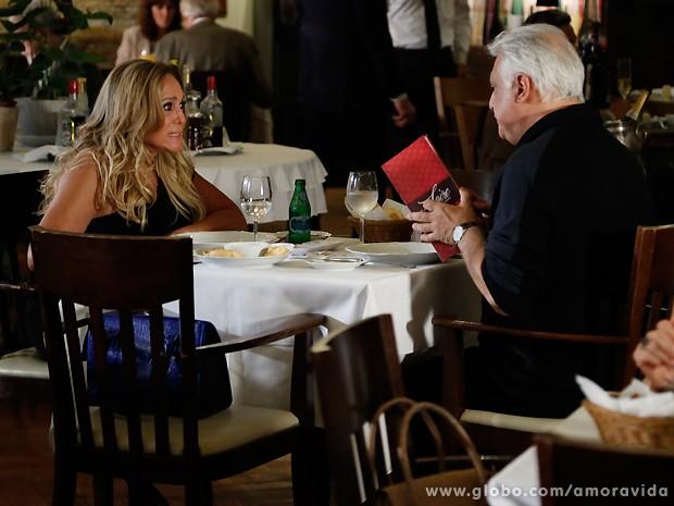Com ódio, Pilar diz que César vai se arrepender de ter feito o que fez... (Foto: Amor à Vida / TV Globo)