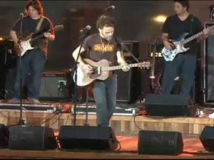 O cantor Nando Reis em show durante o anúncio da programação do palco Sunset no Rock in Rio 2013 (Foto: Reprodução)