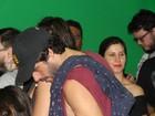 Giselle Itié e Guilherme Winter se beijam em camarote no Rock in Rio