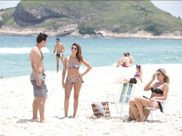 Lombardi, Fernanda e Flávia conversam durante a gravação (Foto: Salve Jorge/TV Globo)