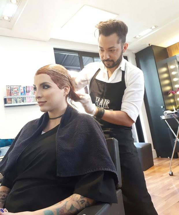 Clara Aguilar muda visual com Nandho Brandão (Foto: Renato Cipriano / Divulgação)