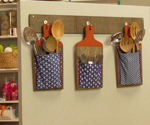 Tábuas de corte se transformam em suportes para utensílios de cozinha