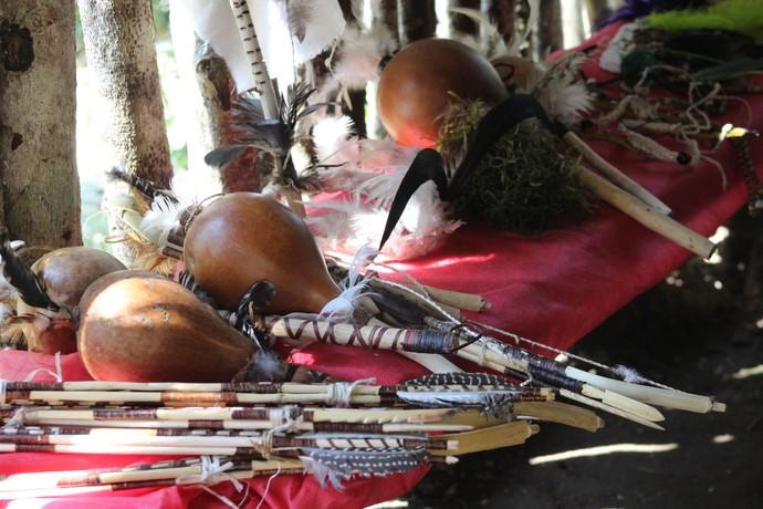 Utensílios e elementos da cultura indígena (Foto: RBS TV/Divulgação )