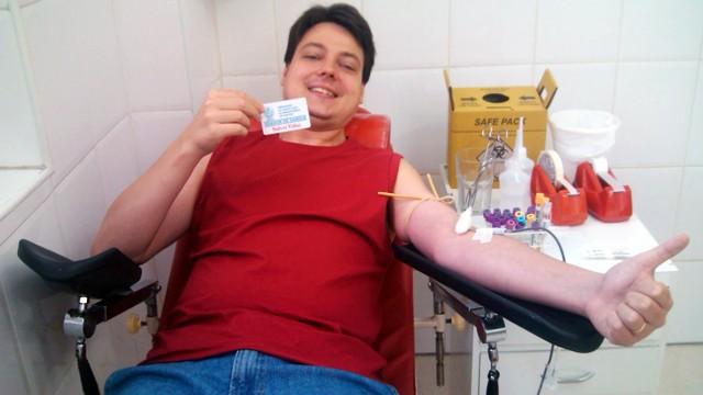 Tiago Duarte Sierra, editor de videografismo da TV Tribuna fazendo a sua parte. (Foto: Arquivo Pessoal)