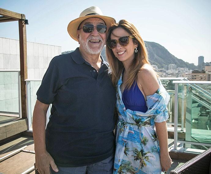 Lima Duarte posa sorridente ao lado de Tatá Werneck nos bastidores de gravação de I Love (Foto: Raphael Dias/Gshow)