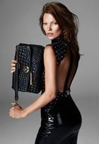 Veja mais imagens de Kate Moss na campanha de inverno da Versace