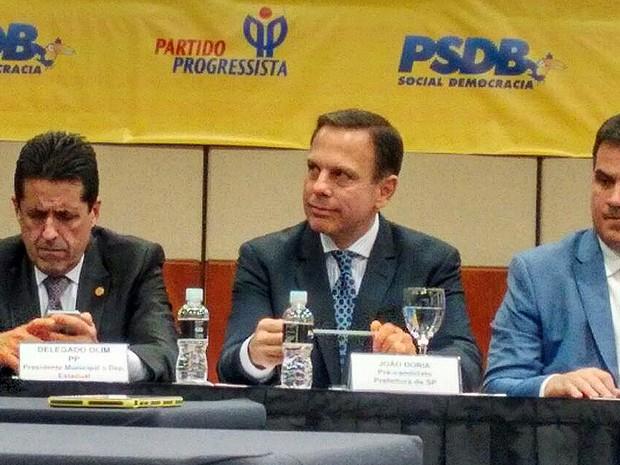 O candidato João Dória, ao lado do presidente municipal do PP, Delegado Olim, e  do presidente nacional do partido, Ciro Nogueira (Foto: Roney Domingos/ G1)