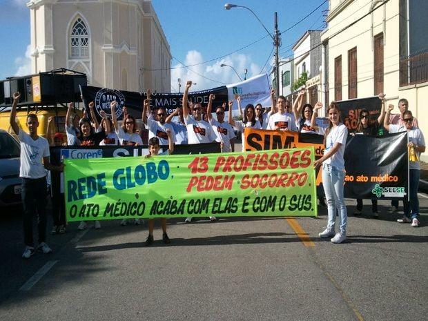 Caminhada em apoio a vetos do Ato Médico é realizada em Aracaju (Foto: Flávio Antunes/G1)