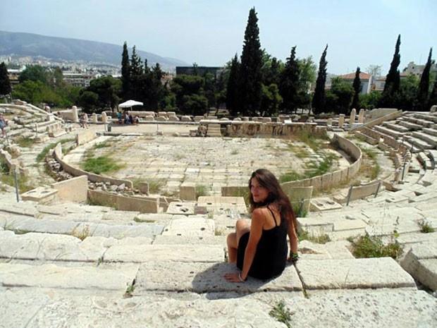 A brasileira em Atenas; ela conheceu um grego na viagem e os dois namoram (Foto: Kívia Costa/Arquivo pessoal)