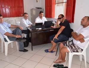 Reunião definiu o futuro do jogador (Foto: Felipe Martins/GLOBOESPORTE.COM)