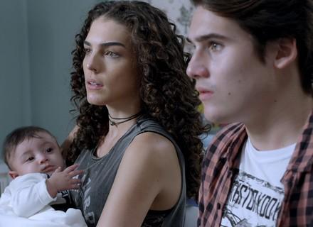Rodrigo vai com Ciça levar o bebê ao pediatra