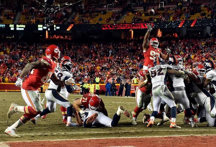 Dontari Poe consegue lindo passe para TD dos Chiefs (Foto:  Jason Hanna/Getty Images)