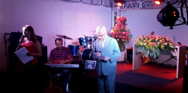 Padre Celso celebra missa no pátio da TV Gazeta  (Foto: Divulgação/ Marketing OAM)