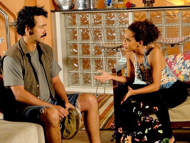 Sempre cheia de marra, Penha dá um passo atrás e pede desculpas ao ex (Foto: Cheias de Charme / TV Globo)
