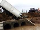 Moradores interditam trecho de rodovia destruída por chuva na Bahia