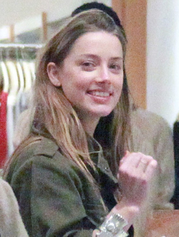 Amber Heard sem maquiagem (Foto: Reprodução)