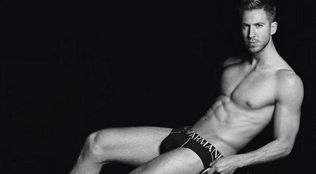 Calvin Harris só de cueca para a campanha da Armani (Foto: Reprodução do Instagram)