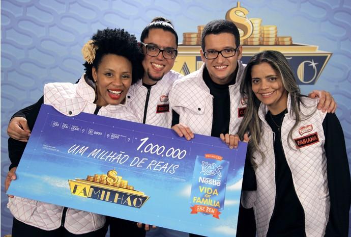 Família da Bahia leva o primeiro prêmio no palco do Caldeirão (Foto: Divulgação)
