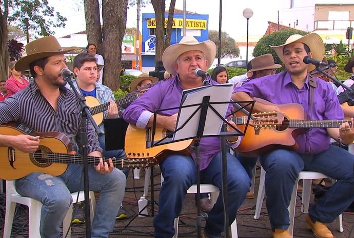 O que não faltou foi música no programa do sábado (10) (Foto: Reprodução / TV TEM)