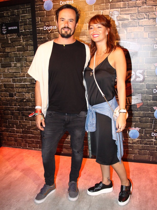 Paulo Vilhena e a namorada, Amanda Beraldi (Foto: Roberto Valverde/Editora Globo)