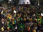 Manifestantes pedem saída de Dilma na Praça Portugal, em Fortaleza