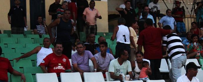 Augusto acompanha Fla-PI e Parnahyba da arquibancada (Foto: Abdias Bideh/GloboEsporte.com)
