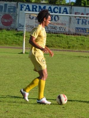 Zagueiro Waryton Guilherme Fortunato, do Rolim de Moura (Foto: Magda Oliveira)
