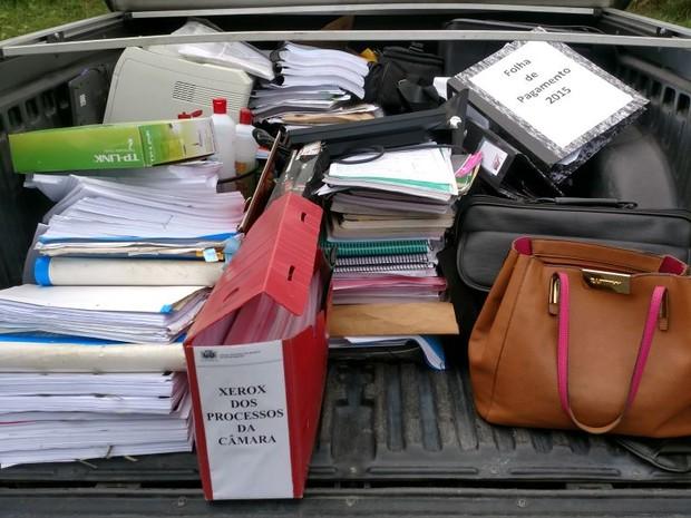 Documentos foram apreendidos pela Polícia Civil nesta terça (24) (Foto: Polícia Civil/Divulgação)