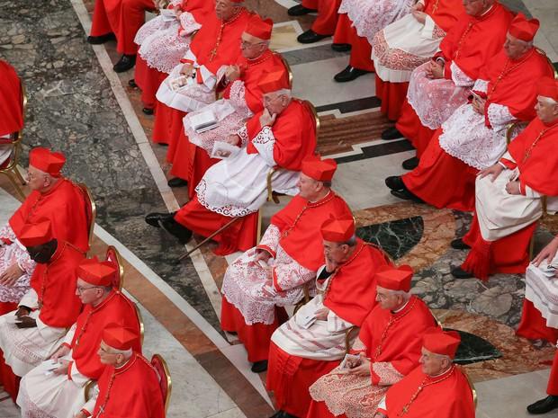 Novos cardeais em cerimônia na Basílica de São Pedro  (Foto: Stefano Rellandini/ AFP)
