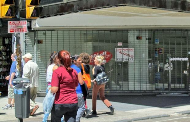 Espaço comercial vazio no meio da rua Florida, no centro de Buenos Aires (Foto: Giovana Sanchez/G1)