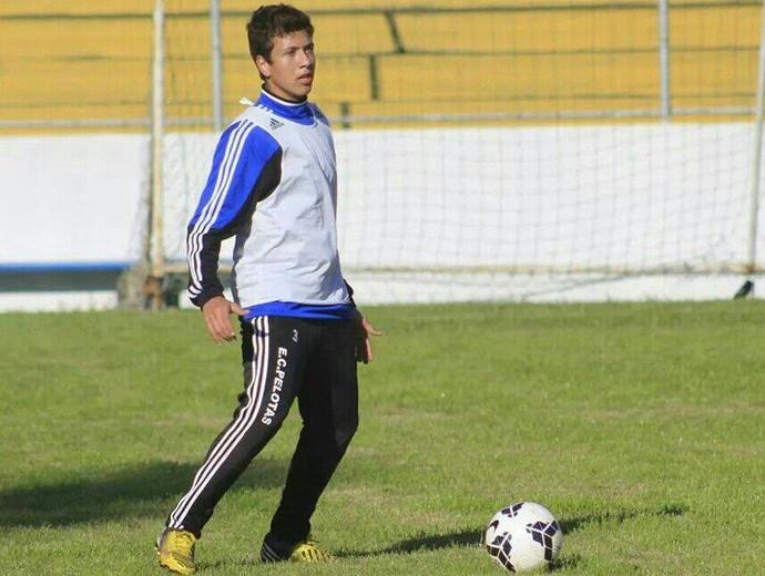 Cleiton Rúbio meia do Pelotas (Foto: Pedro Antunes, Pelotas / Divulgação)