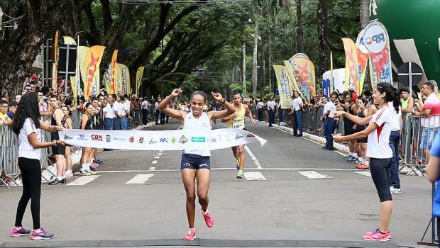 A brasileira Joziane da Silva Cardoso venceu com tempo em 34′58′ (Foto: André Renato/ Secon)